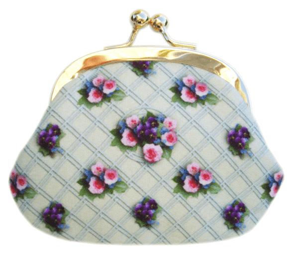 porte-monnaie-cassisroyal--triaon-marieantoinette-versailles-roses-pensees-fleurs-flowers-papillons-chenille
