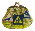 porte-monnaie-N°1-cassis-royal-nationale7-panneaux-routiers-attention-ecole-teckel-train