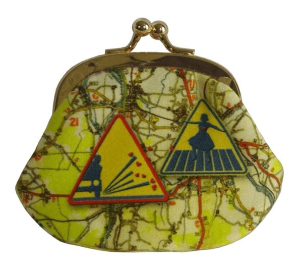 porte-monnaie-N°1-cassis-royal-nationale7-panneaux-routiers-attention-ecole-teckel-train-attention-gravillon-passage-pieton