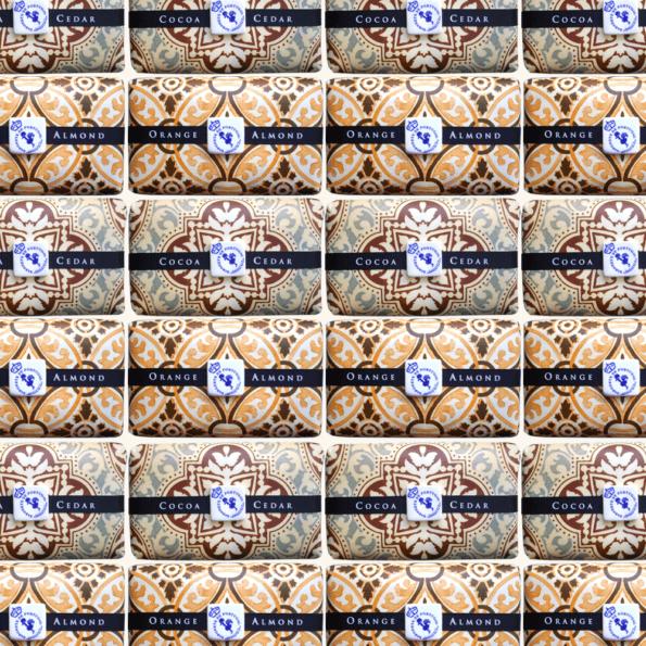 cassisroyal-boutique-laguiole-aubrac-aveyron-savon-portugual-azulejos-cocoa-cedar-orange-almond-cacao-cedre-amande-orange