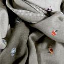 cassis-royal-boutique-laguiole-aubrac-aveyron-laite-works-pashmina-laine-cachemire-brode-main-la-campagne-taupe-jungle-detail