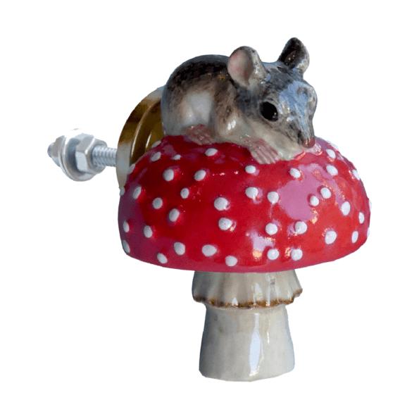 and mary poignée de placard en porcelaine souris sur son champignon - cassisroyal.com