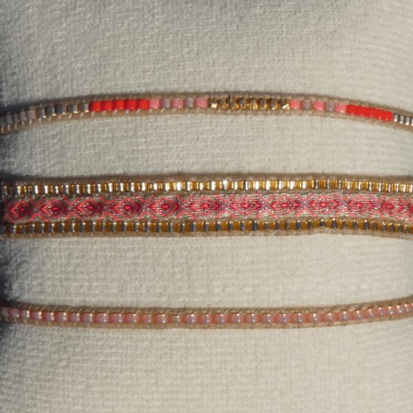 LEJU, trio de bracelets en perles et tissus or, rose & rouge - cassisroyal.com